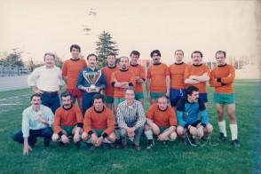 Andrea Breviario con i colleghi al torneo aziendale di calcio.