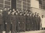 Foto di gruppo degli allievi della scuola tecnica aziendale.