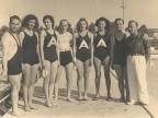 Agostino Rocca con ospiti nella piscina aziendale.