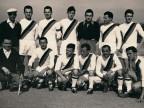 Squadra di calcio del Cral di Costa Volpino in trasferta.