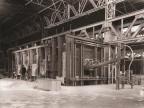 Al lavoro ai forni dell'acciaieria Martin Siemens.