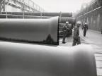 Operatori al deposito tubi.