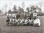 Foto di gruppo al torneo di calcio aziendale.
