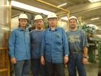 Operatori del reparto fabbrica componenti.