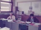 Danilo Scola in ufficio con un collega.
