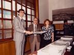 Fausto Cavalleri premiato per l'anzianità di servizio.