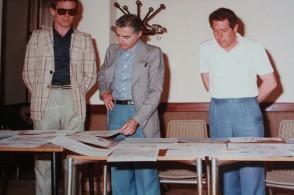 Franco Nappo al lavoro i colleghi.
