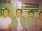 Graziano Cortesi con i colleghi nella cabina di comando del forno dell'acciaieria.