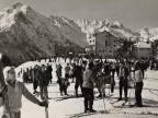 Veduta della pista da sci accanto all'albergo vacanze aziendale.