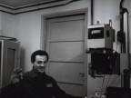 Giacomo Seghezzi nella camera oscura dell'officina collaudo materiali.