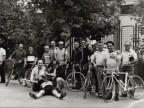 Gisberto Ianni con i colleghi ad una gara ciclistica.