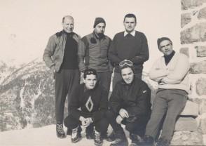 Luigi Fin con alcuni colleghi in montagna a Corno d'Aola.