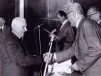 Antonio Arnoldi premiato per l'anzianità di servizio.
