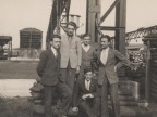Romolo Cesare Cividini in una foto di gruppo all'interno dello stabilimento.