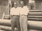 Giovanni Ratti con un collega al magazzino pali.