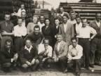 Giovanni Ratti con i colleghi al magazzino pali.