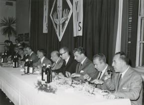 Giovanni Bonanni durante un convivio alla mensa aziendale.