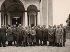 Giovanni Bonanni in una foto di gruppo davanti la chiesa di San Giuseppe.