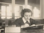 Maria Elisa Corti al lavoro in ufficio paghe.