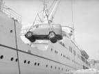Automezzo aziendale in arrivo dal porto di Napoli.
