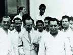 Bruno Pagliai, primo presidente dell'azienda, in una foto di gruppo con i lavoratori.