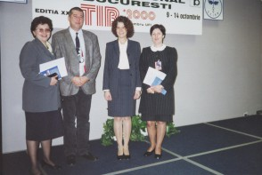 Echipa de marketing si clienti la Targul International Bucuresti. 2000