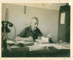 Molteni Antonio presso l'Ufficio controllo e collaudo dei materiali in entrata.