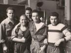 Suardi Giovanni insieme ad alcuni colleghi nel reparto meccanica.