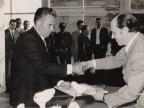 Renato Lomesi premiato per la fedeltà aziendale.