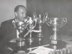 Ritratto con i premi della gara di bocce della Prima Coppa Angiolino Colombelli.