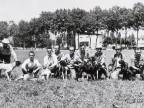 Ritratto dei partecipanti alla gara di caccia con cani.